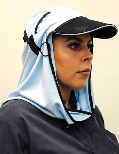 Woman wearing Frillneck headgear
