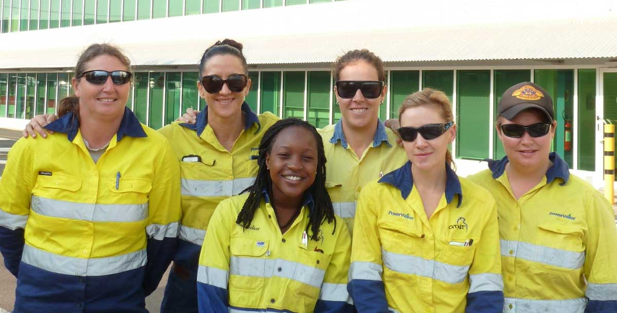 Group shot women tradies
